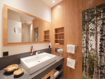 Das Badezimmer im Panorama-Hotel Aschberg